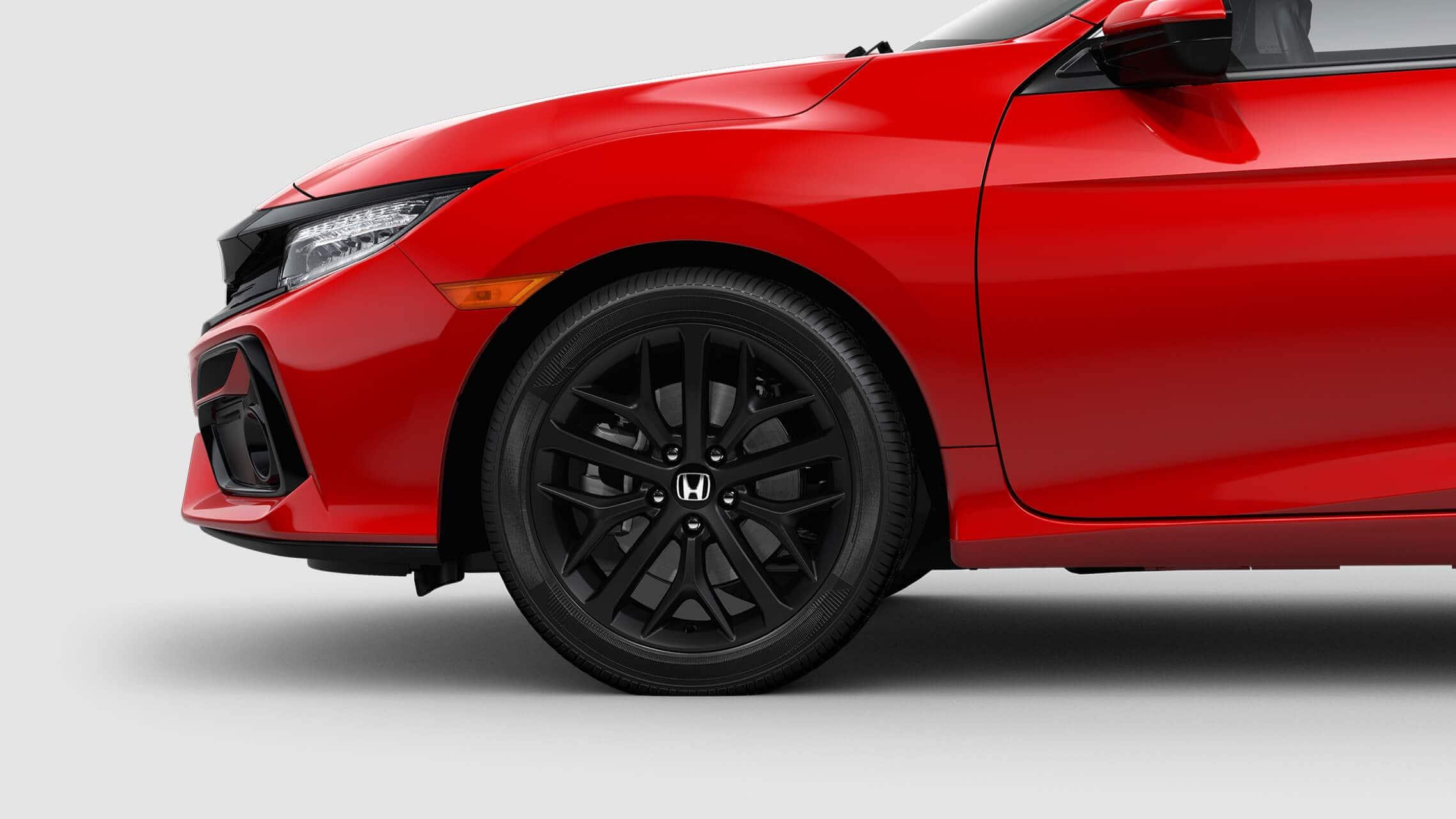 Vista frontal de 3/4 desde el lado del conductor del Honda Civic Si Coupé2020 en Rallye Red.