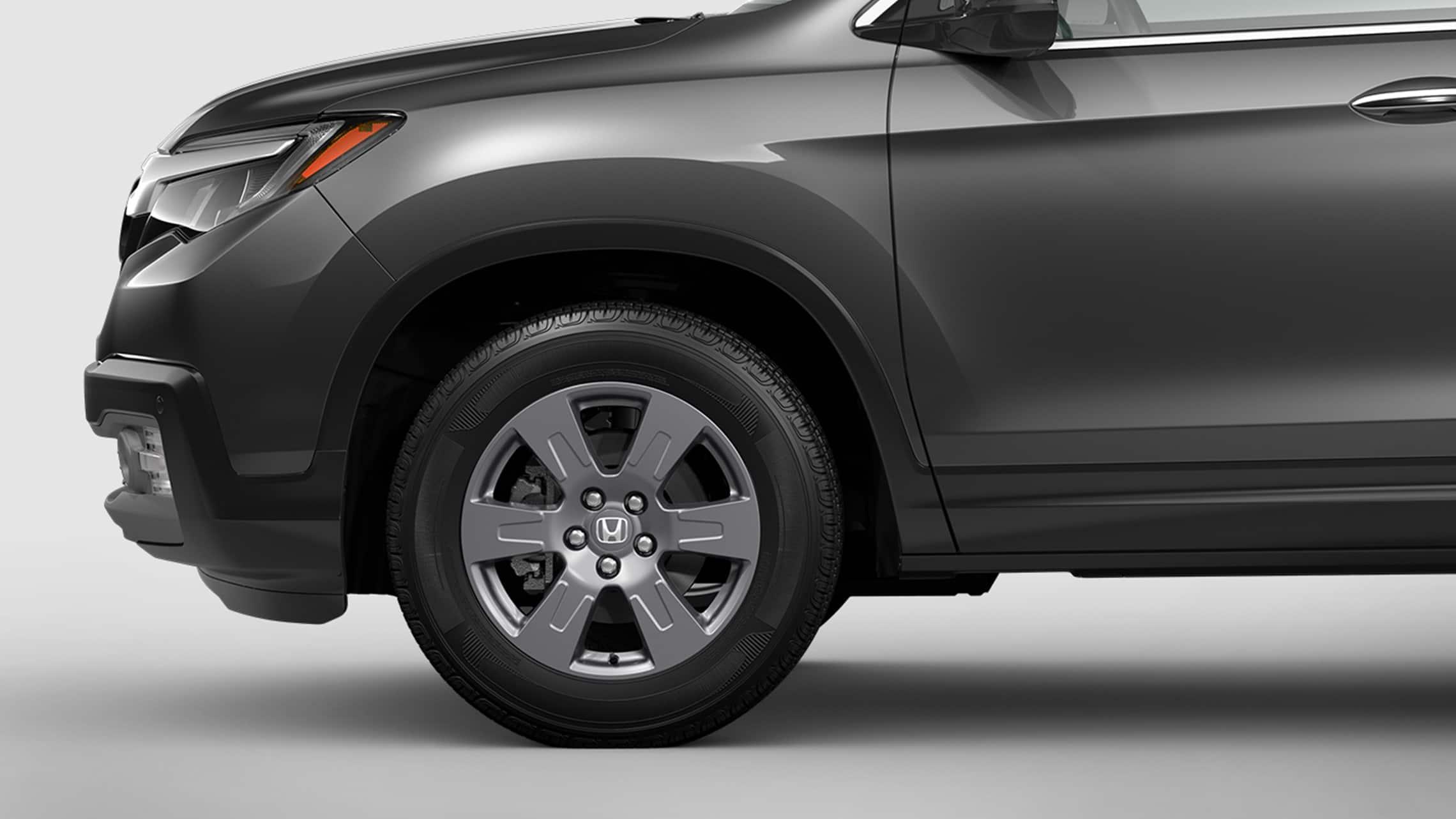 Detalle de las ruedas de 18pulgadas en la Honda Ridgeline RTL-E2020 en Modern Steel Metallic.