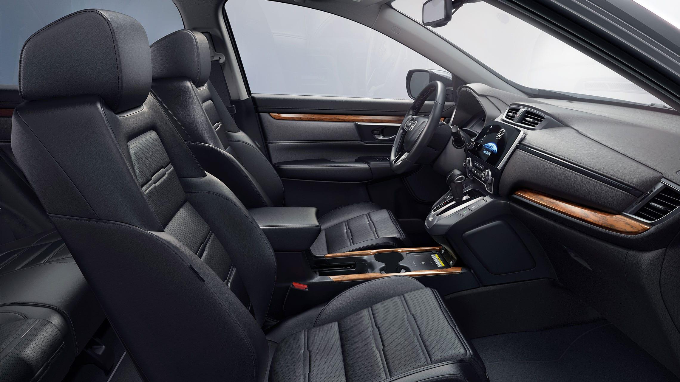 Vista del interior de la Honda CR-V Touring2021 con Black Leather.