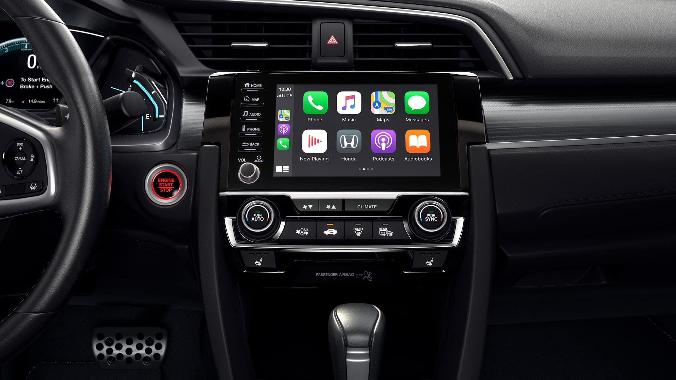 Detalle de Apple CarPlay® en el sistema de audio en pantalla táctil del Honda Civic Touring Sedán2021.