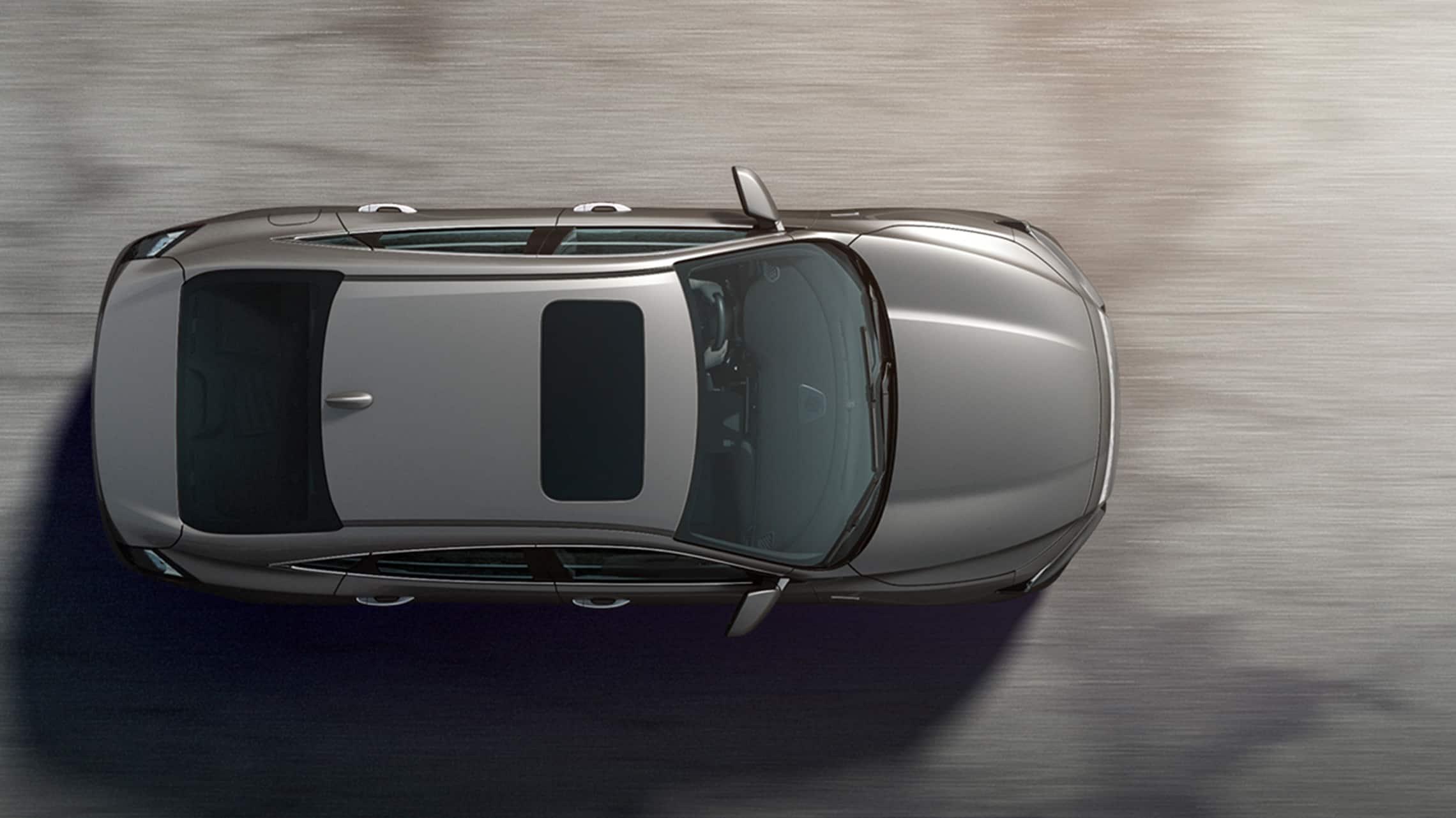 Vista aérea del exterior del Honda Insight Touring2021 en Lunar Silver Metallic.