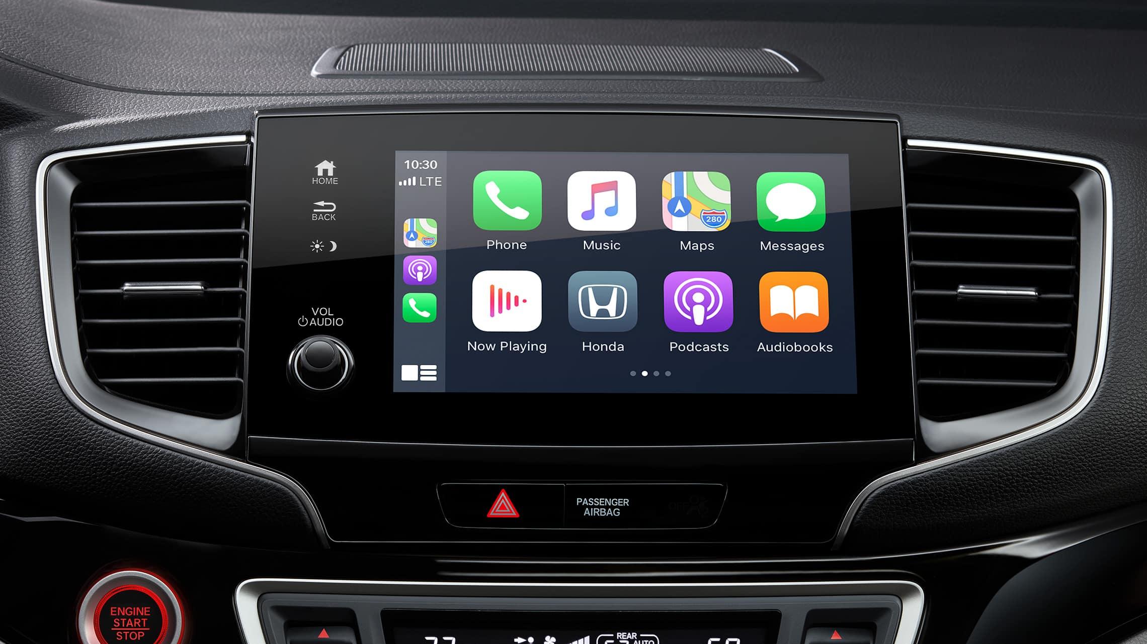 Detalle de la pantalla de inicio de Apple CarPlay® en el sistema de audio en pantalla táctil de la Honda Pilot Elite2021.